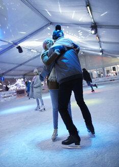 Serbia, Novi Sad, Ice skating, Couple, Night - ZEDF01892