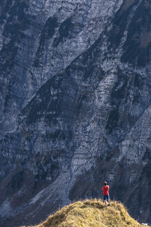 Austria, Tyrol, Hinterriss, man standing on an edge in the Karwendel mountains between Torkopf and Gamskar - WFF00029