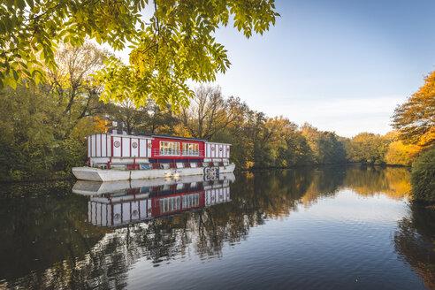 Germany, Hamburg, Isebek canal, showboat Hoheluftschiff - KEB01179