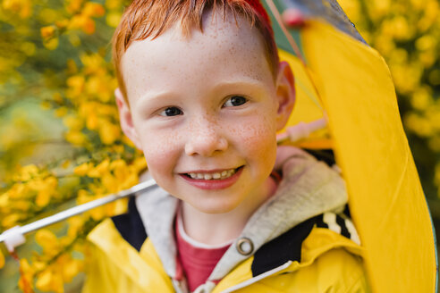 Portrait of redheaded little boy with umbrella - NMS00301