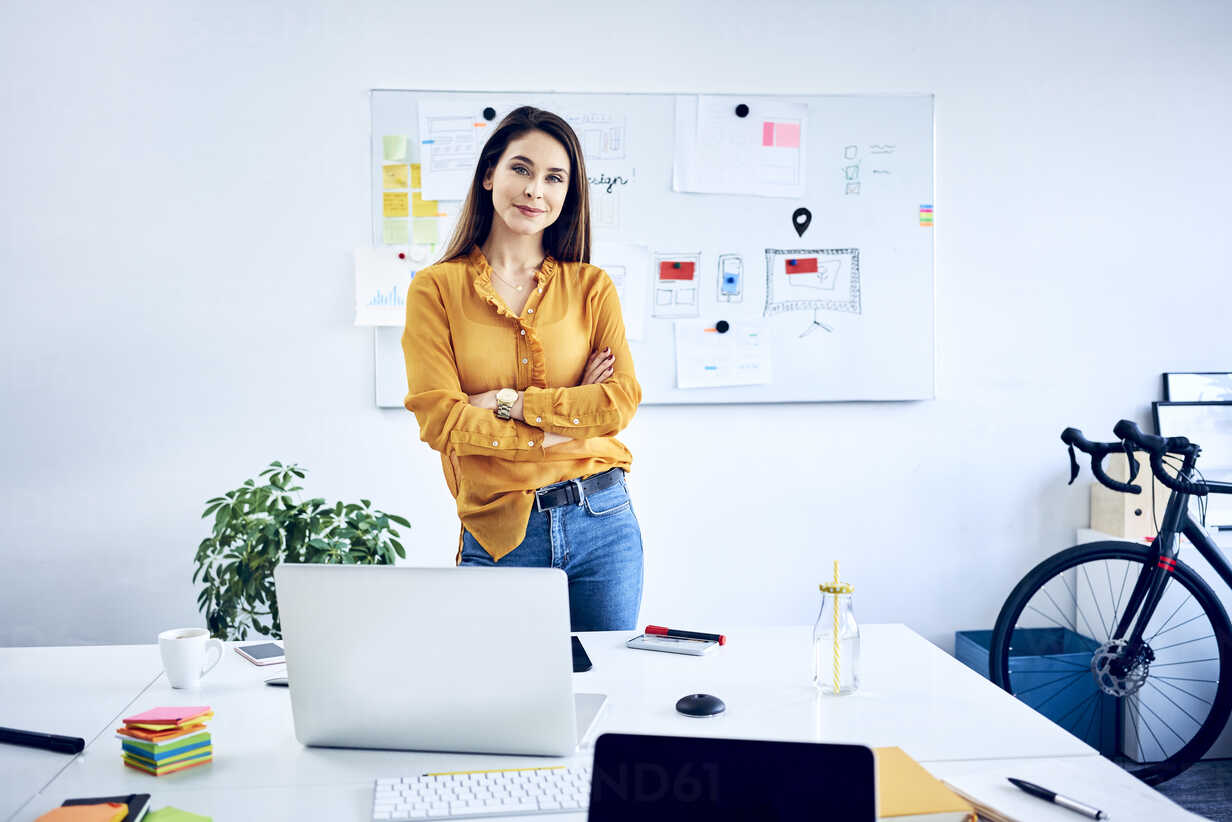 Portrait of confident businesswoman in office - BSZF01037 - Bartek Szewczyk/Westend61