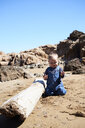 Relaxed toddler playing on the beach - IGGF00899