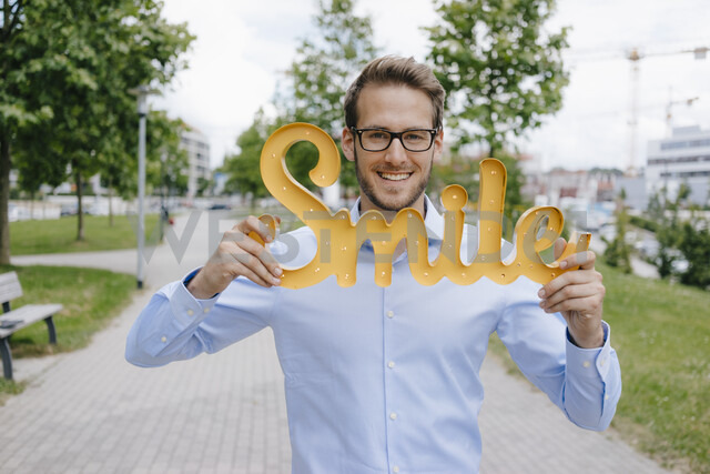 Young businessman holding smile sign - KNSF05570 - Kniel Synnatzschke/Westend61