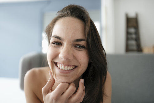 Portrait of a pretty woman with bare shoulders, smiling - KNSF05714