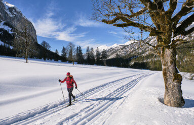 Austria, Tirol, Riss Valley, Karwendel, cross country skier in winter landscape - MRF01916
