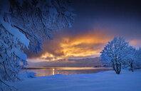 Germany, Bavaria, Walchensee, sunrise - MRF01925