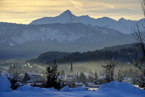 Germany, Bavaria, Upper Bavaria, Garmisch Partenkichen, view from Wank on the old parish church St. Martin, winter landscape - LBF02394
