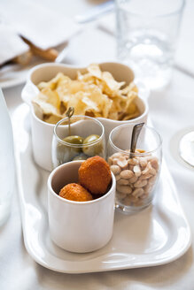 Set with fried stuffed olives all'ascolana, peanuts, green olives - FLMF00160