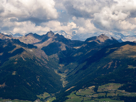Italy, Trentino, South Tirol, Pustertal, view of Austrian Alps from the summit of mount Astjoch - LOMF00840