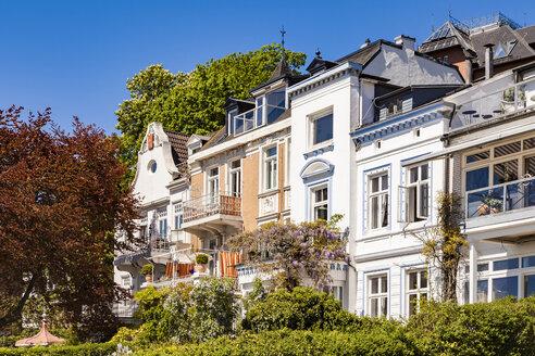 Germany, Hamburg, Oevelgoenne, houses at the Elbe shore - WDF05165