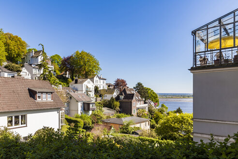 Germany, Hamburg, Blankenese, residential houses at the Elbe shore - WDF05174