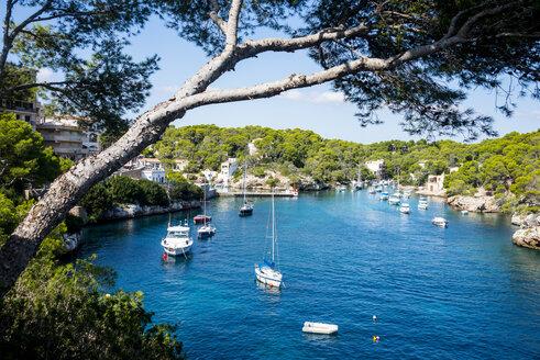 Spain, Baleares, Mallorca, Cala Llombards, Sailing boats - RUNF01426