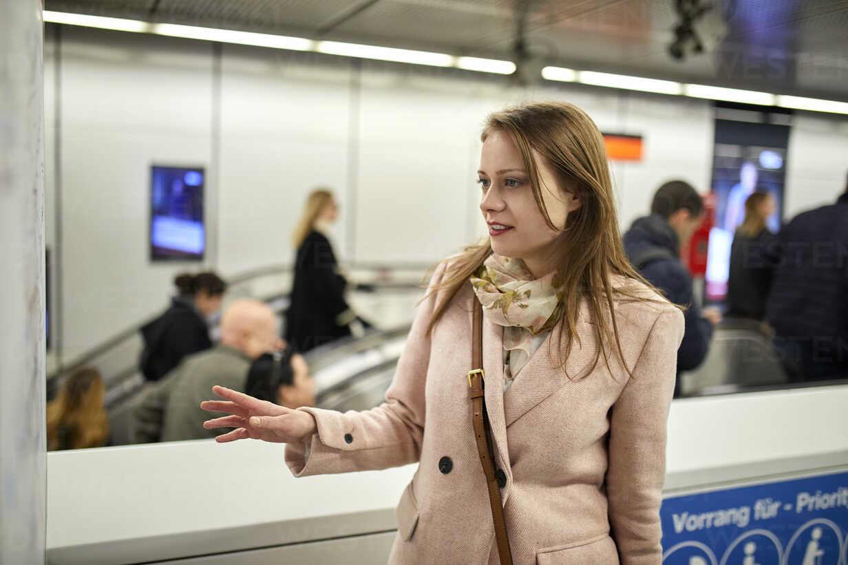 Austria, Vienna, young woman looking at map at underground station - ZEDF01950 - Zeljko Dangubic/Westend61