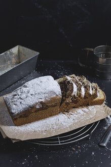 Marble cake with icing sugar, sliced - STBF00240