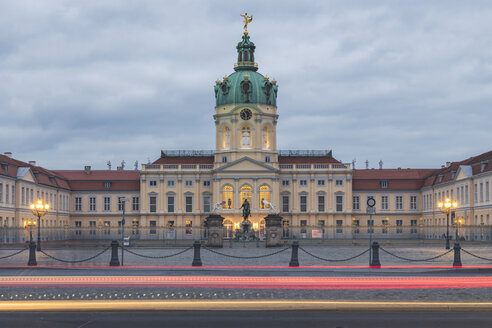 Germany, Berlin-Charlottenburg, Charlottenburg Palace in the evening, light trails - KEBF01213