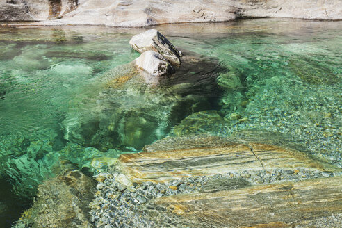 Switzerland, Ticino, Verzasca Valley, stones and rocks in clear turquoise waters of Verzasca river - GWF05954