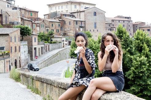 Friends having snack, Città della Pieve, Umbria, Italy - CUF49475