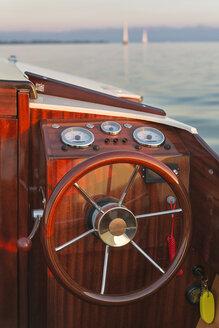Germany, Baden-Wuerttemberg, Lake Constance, motorboat, helm - SH02073