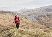 UK, Scotland, Onich, Beinn Na Gucaig, woman hiking in mountain scenery - ALRF01411