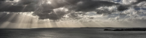 UK, Wales, Pembrokeshire, Tenby, dramatic sky, coast and sea - ALRF01426