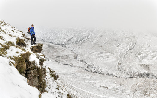 UK, Wales, Brecon Beacons, Craig y Fan Ddu, woman hiking in winter landscape - ALRF01429