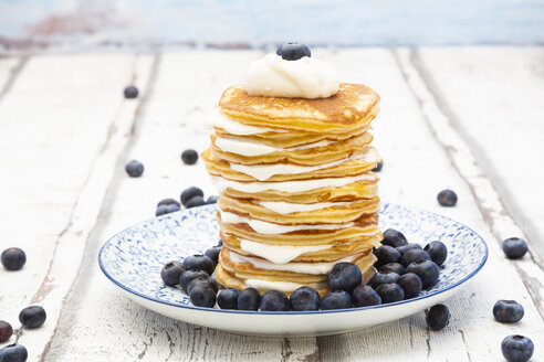 Pancakes with blueberries and greek yogurt, with almond flour, ketogenic diet - LVF07846