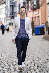 Portrait of mature man walking in the city - DIGF06033