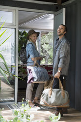 Young couple arriving at vacation rental - HEROF27121