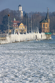 Germany, Baden-Wuerttemberg, Lake Constance, Constance, ice floes and ice formations at the frozen pier and port entrance with lighthouse - SH02101