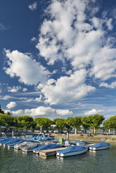 Germany, Baden-Wuerttemberg, Lake Constance, Constance, summer mood at gondola port - SH02104