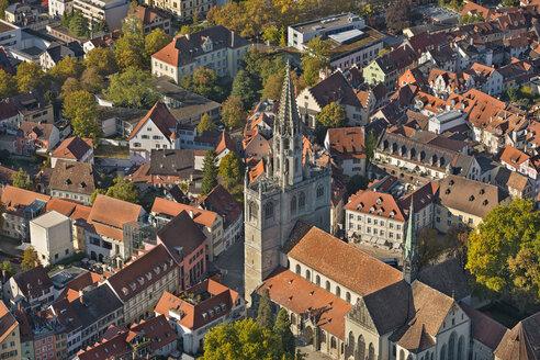 Deutschland, Baden-Württemberg, Bodensee, Konstanz, Luftaufnahme Münster und Innenstadt - SH02116