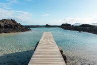 Spain, Canaray Islands, Fuerteventura, jetty at the sea - AFVF02567