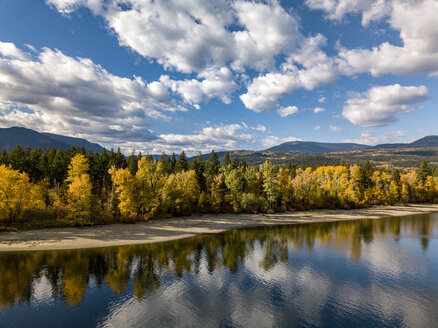 Canada, British Columbia, Indian Summer, Aerial view of lake in autumn - GNF01424