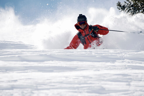 Male skier swerve skiing down mountain, Alpe-d'Huez, Rhone-Alpes, France - CUF49689