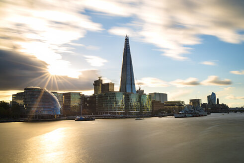UK, London, River Thames, skyline with City Hall and The Shard at sunset - MKFF00440