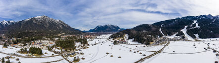 Germany, Bavaria, Garmisch Partenkirchen and Wetterstein mountains in winter - AMF06824