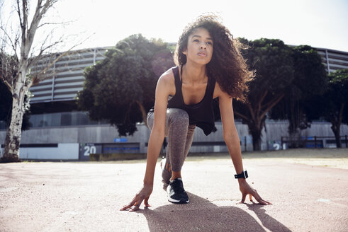 Spain, Andalusia, Jerez de la Frontera, Curly-haired black youth woman running outdoors. Concept of sport and fitness. - JSMF00831