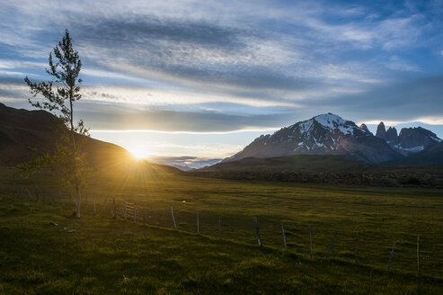 Chile, Patagonia, Torres del Paine National Park, sunset in mountainscape - RUNF01475