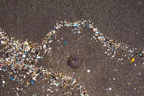 Spain, Canary Islands, Lanzarote, Playa Famara, microplastics, washed up on dark lava sand - SIEF08423