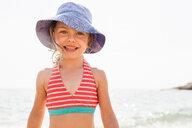 Cute girl in sunhat on beach, portrait, Portoferraio, Tuscany, Italy - CUF49767