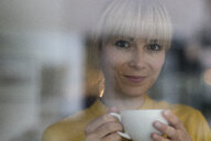 Portrait of a beautiful blond woman, drinking coffee - JOSF03275