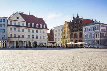 Germany, Mecklenburg-Western Pomerania, Stralsund, Old town, old market square - MAMF00493