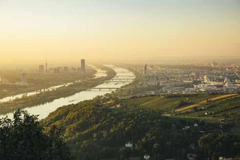 Austria, Vienna, view from Kahlenberg at sunrise - AIF00626