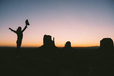 USA, Utah, Monument Valley, silhouette of woman with cowboy hat enjoying sunrise - GEMF02884
