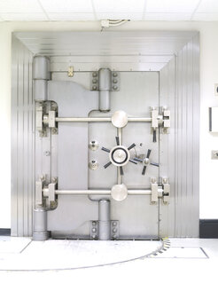 Closed Bank Vault Door the US Federal Reserve Bank of Chicago strong room. - MINF10726