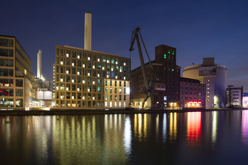 Germany, Muenster, City harbour, Flechtheimspeicher, Wolfgang Borchert Theatre and steam accumulator at night - WI03880