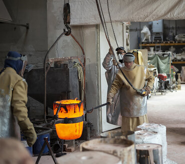 Art foundry, Foundry workers lifting mold - BFRF01989