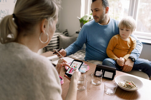 Family using various technologies at home - MASF11607