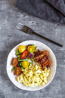 Scrambled eggs with fried bacon and salad with tomato, low carb, from above - SARF04157