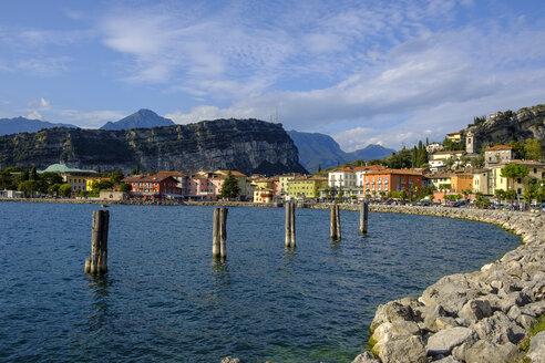 Italy, Trentino, Lake Garda, Torbole, waterfront promenade - LBF02452